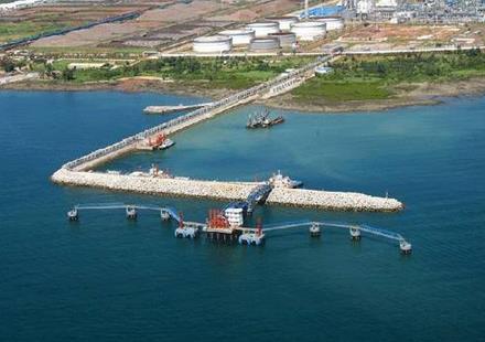 海南洋浦港区外贸航线开通投运