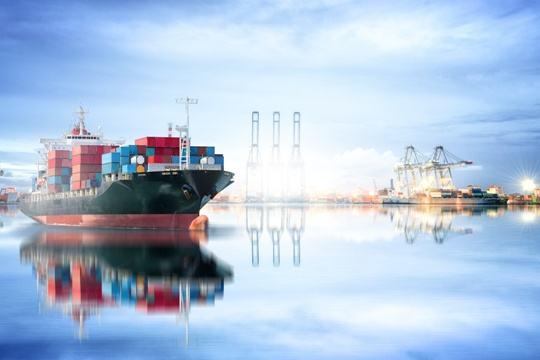 而诸如中远海运集团这种综合性的航运公司其实际上已经在按照此路线