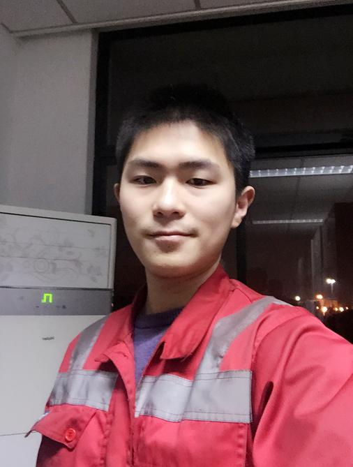 吴斌晖:不甘寂寞的上港吊车司机
